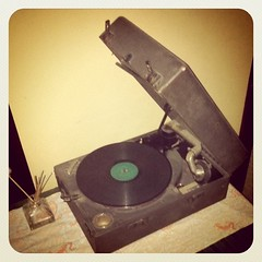 レコード板のホコリ取が毎回邪魔くさい  やはり 年金爺さんにはCDが楽珍