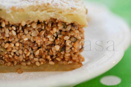 Placinta cu susan, quinoa si seminte de canepa