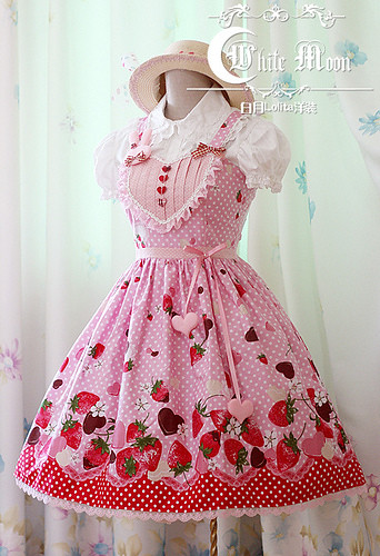 White moon pink alice sweetheart spaghetti straps neckline with strawberry chocolate print lolita  dress2