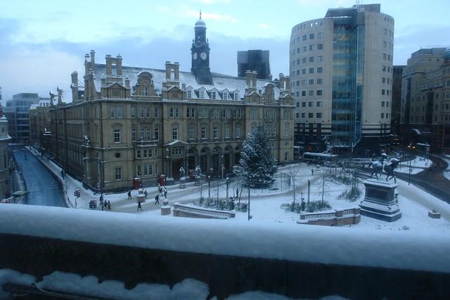El City Square o plaza de la ciudad es lo primero que nos encontramos cuando llegamos a Leeds en tren ... un buen recibimiento, sobretodo si está decorado de blanca nieve.