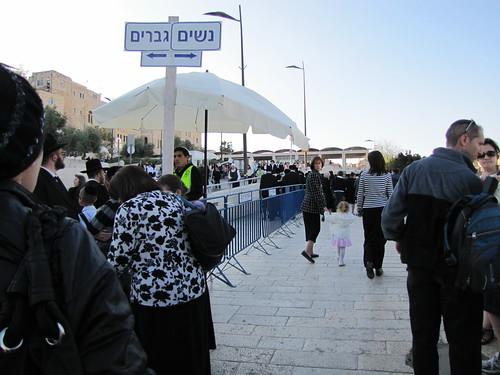 Segregation at Kotel entrance