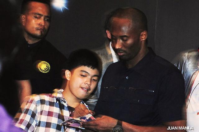 Kobe Bryant Pe (left) meets his idol and namesake, The Black Mamba Kobe Bryant.