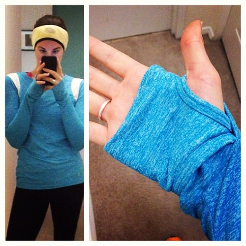 Running tops with thumb holes for the win! This is one of my favorite @meetellie tops. Perfect for chilly fall runs.