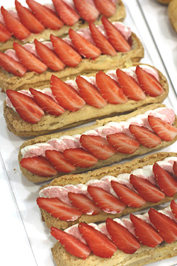 strawberry eclairs
