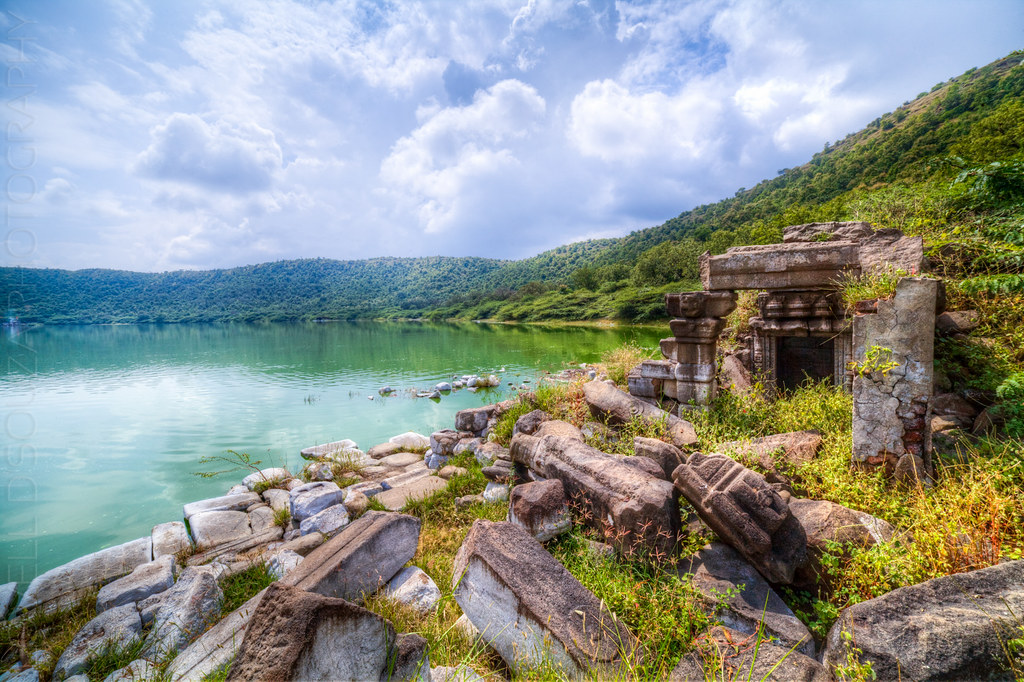 Temple ruins at the Lonar lake