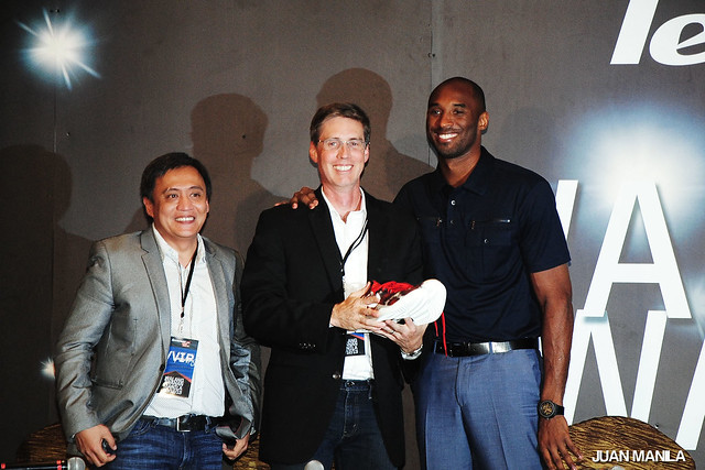 Kobe Bryant with Lenovo's Vice-President for Mobile Internet and Digital Home (MIDH) Business Operations and Worldwide Business Development, JD Howard (center); and John Rojo, Business Unit Head of Open Communications, the exclusive distributor of Lenovo Mobile (left).