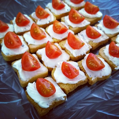 After yesterday's birthday party for the boy, we're holding an afternoon tea for some friends today. One of the first on the menu: cheese & chives with cherry tomatoes on mini toasties. Was a hit. Yay. :)