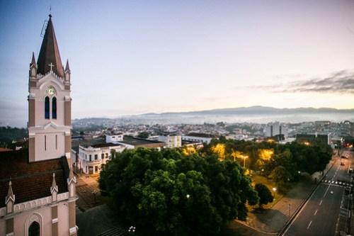 Vista da Igreja Matriz de São João de Boa Vista, localizada na Praça da Catedral, região central. (Foto: Edson Lopes Jr./A2 Fotografia)