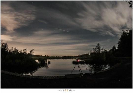 Fotograferen van de Perseïden in 2014. Helaas is de streep in de lucht geen meteoriet maar een lichtflits van een satelliet: een Iridium flare.