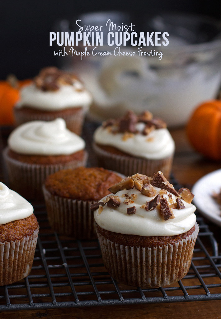 Super Moist Pumpkin Cupcakes with Maple Cream Cheese Frosting and ...
