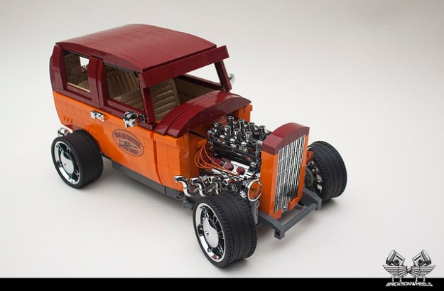 Ford 32' Tudor Hot Rod, scaled 1/10 in Lego
