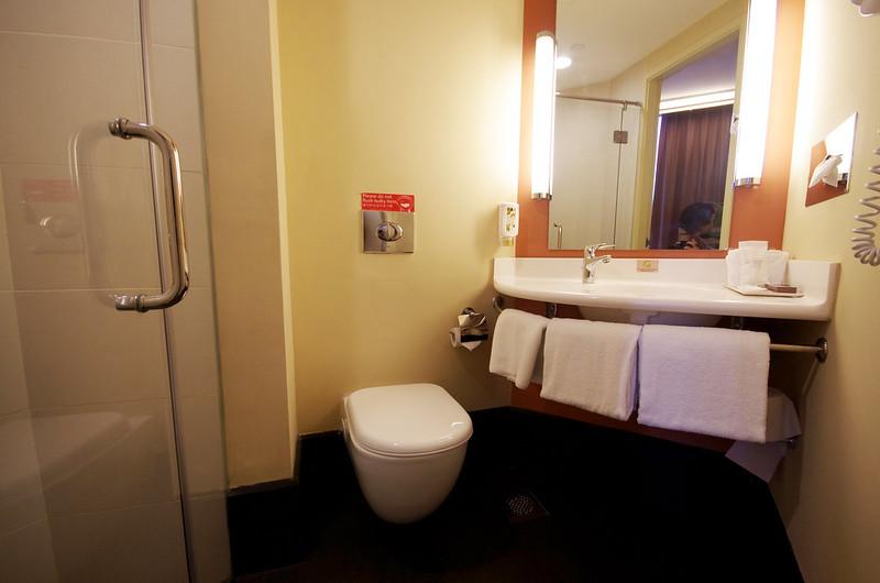 bathroom - ibis singapore novena