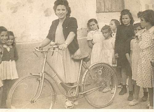 Joven con bici