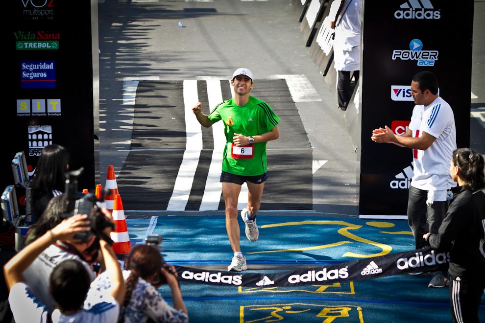 El compatriota Gustavo López es el primer paraguayo en completar el recorrido de 42km en un tiempo de 2:45:41hs, colocándose en la 7ma posición de la general. (Tetsu Espósito)