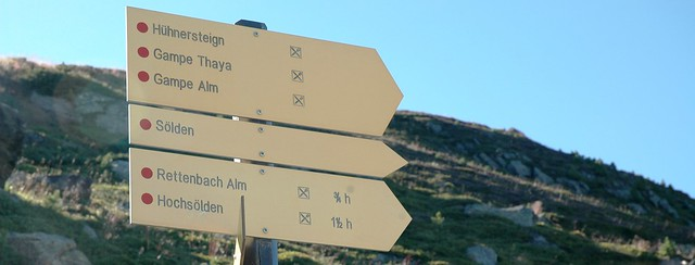 Hiking in Oetztal: hiking directions, sign in Oetztal in the Austrian region of Tyrol.