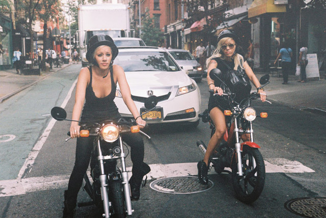 STREET STYLE   Girls On Bikes