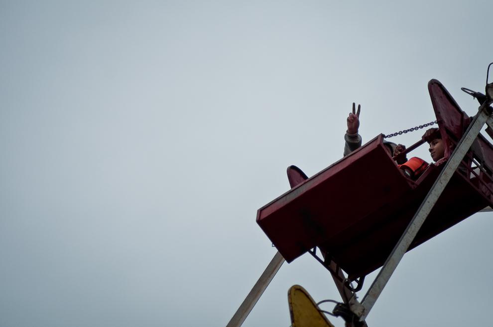 Niños se divierten en la Rueda Gigante mientras se lleva a cabo la Fiesta de San Juan en las plazas principales del microcentro de Asunción el pasado 25 de Junio, un parque de diversiones se instaló al costado del Cabildo. (Elton Núñez)