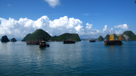 Setting off at Halong Bay