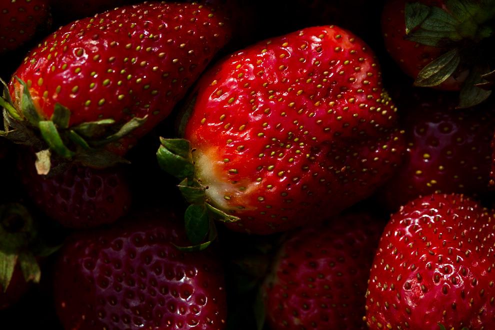 Las fresas de intensos colores, con un sabor dulce, ácido y aromático son una gran fuente de vitamina C y de flavonoides. (Tetsu Espósito)