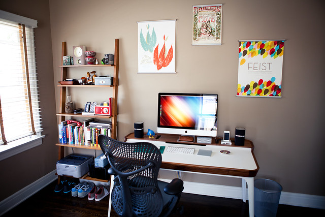 6090906544 36d83db812 z LA Home Office by Garrett Murray | Featured Workspace