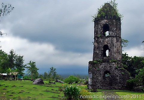 Cagsawa ruins photo by Marky Ramone Go