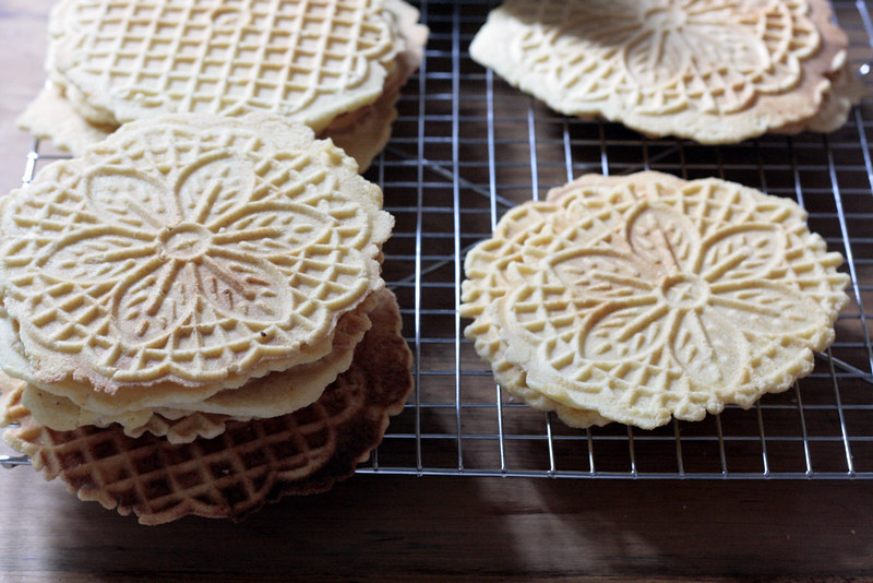 many pizzelles