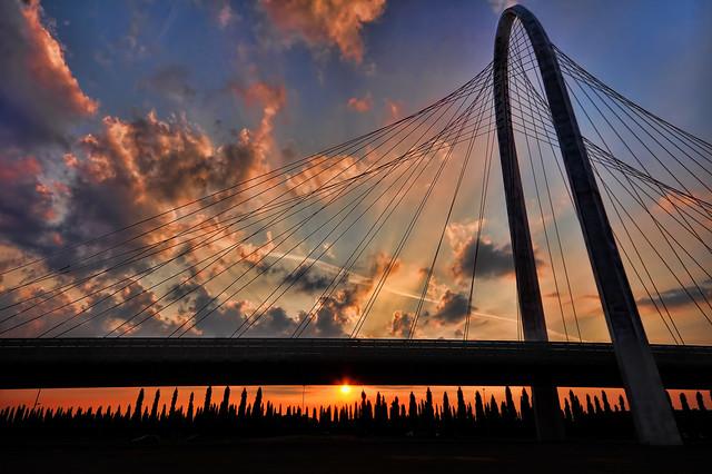 Over the sun under the bridge [Explore] [Front Page] por Neimon2