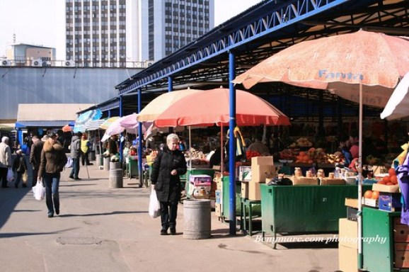 Budget Travel in Ukraine - Shop for food at the markets