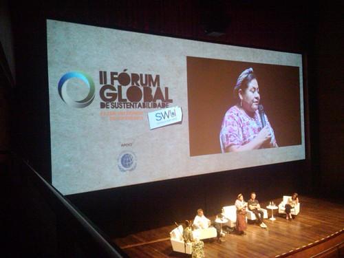 Rigoberta Menchú, prêmio Nobel da Paz por sua defesa pelos povos indígenas, e candidata a presidência da Guatemala #avidaquernoswu #forumSWU