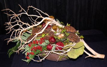 Thanksgiving Centerpiece — Photo by Sharon McGukin AAF, AIFD, PFCI