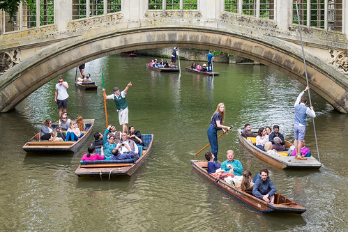 Busy Sunday on the river Cam