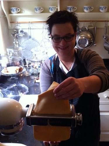 Plakken maken van het pastadeeg...