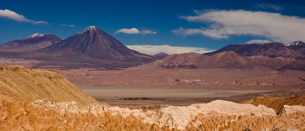 El volcán Licancabur, separa la frontera geográfica chilena y boliviana.(Guillermo Morales)