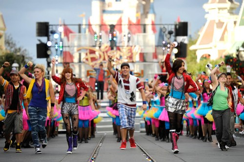 DISNEY CHANNEL STARS FROM 'SHAKE IT UP' SHINE IN DISNEY PARKS CHRISTMAS DAY PARADE TV SPECIAL