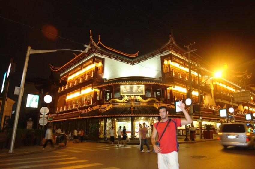 Cada esquina de la ciudad antigua de Shanghai está cargada de historia, conservando arquitectura y colorido de aquella época en la que Shanghai era una bulliciosa ciudad