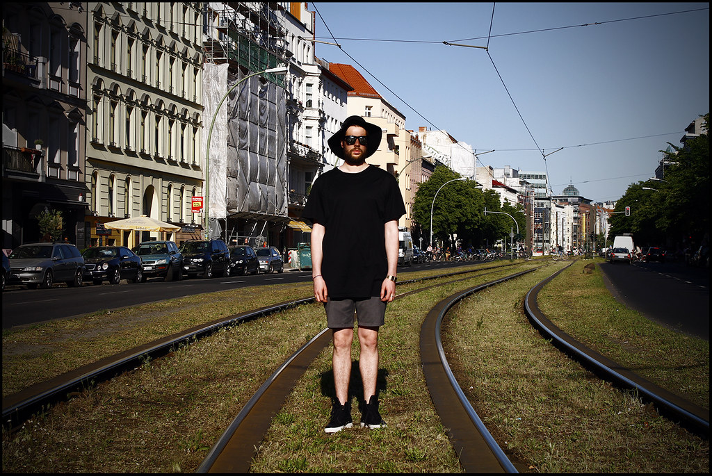 Tuukka13 - WDYWT - Berlin Mitte Kris Van Assche Sneakers, Trouser Shorts, Dior Homme Oversized T-Shirt, Silver Mirror Sunglasses and Floppy Hat - 3