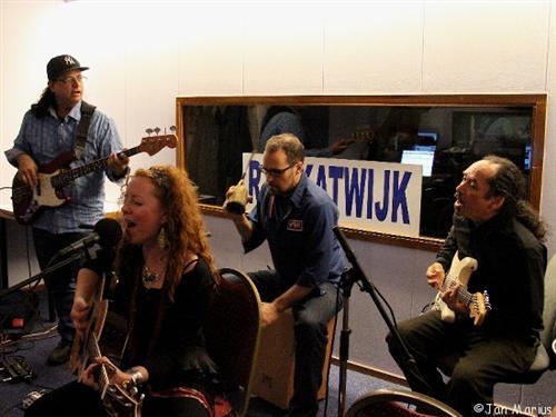 01Kirsten Thien RadioKIPPENVEL-Katwijk1 (Custom)
