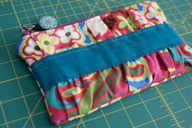 zip pouch. small item for swap.