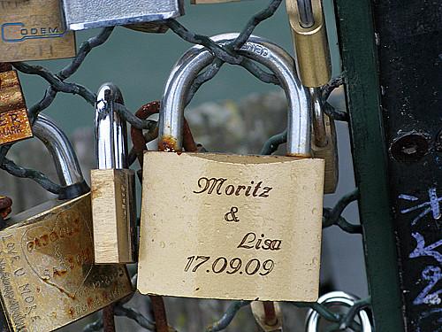 mortiz and lisa - Pont des Arts, Paris