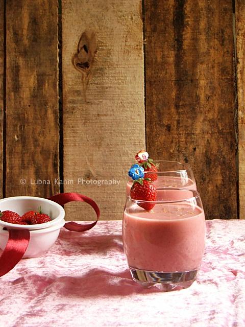 Strawberry Smoothie with Yogurt and Muesli