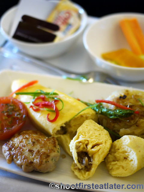 Philippine Airlines Meals - creamy mushroom omelette-001