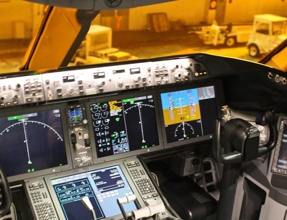 United 787 Cockpit