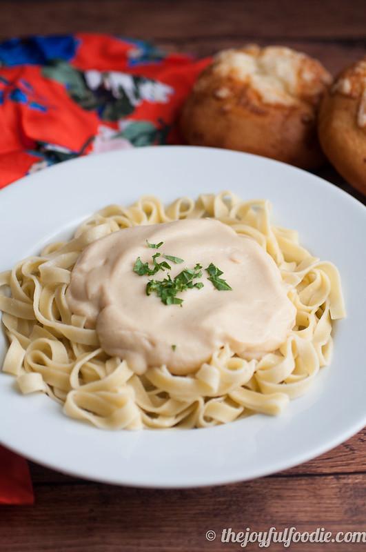 roasted-garlic-cauliflower-cream-sauce-5