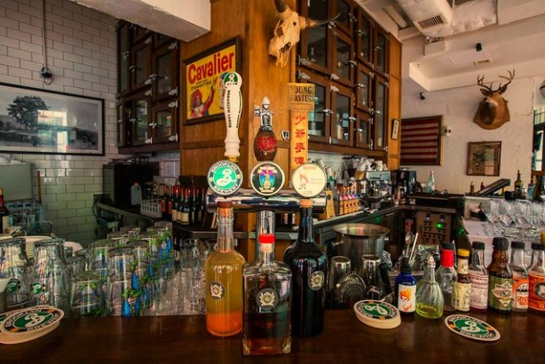 Stone Nullah Tavern one dollar drink Hong Kong
