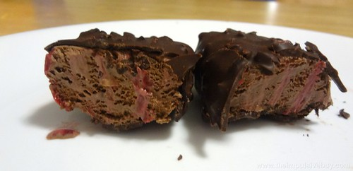 Magnum Infinity Chocolate & Raspberry Ice Cream Bars Innards