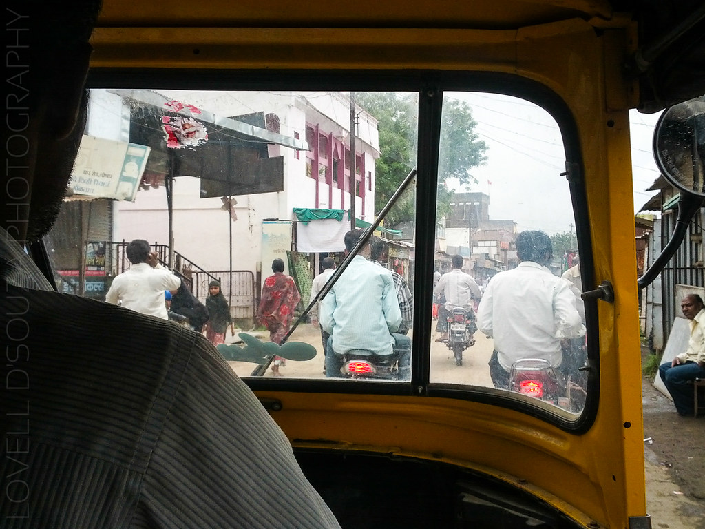 Auto ride to the Lonar bus stand