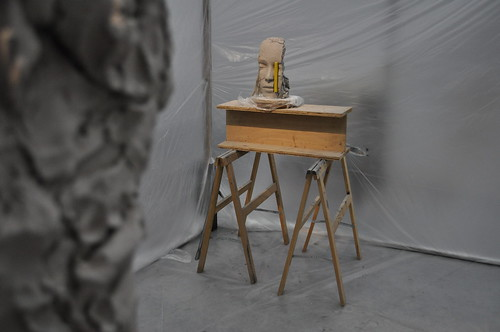 Mark Manders, Room with Unfired Clay Figure