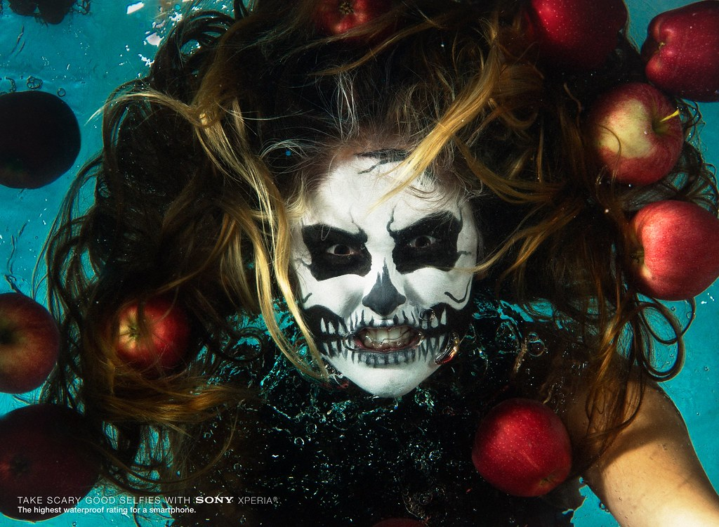 Sony Xperia- Underwater selfie Girl