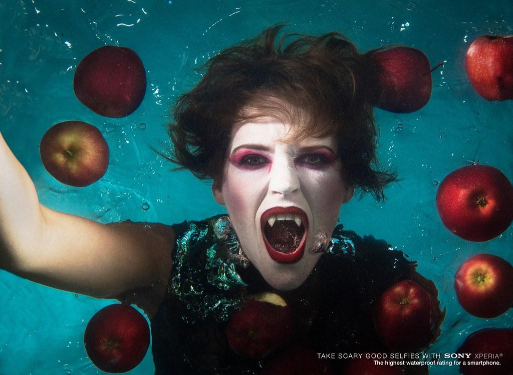 Sony Xperia- Underwater selfie Boy