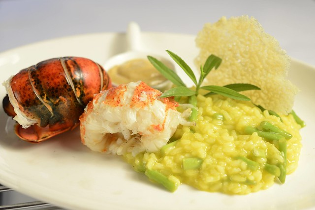 US Maine Lobster Tail on Saffron Risotto    2